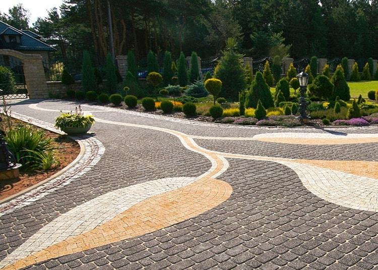Лабиринты дорожек в саду модерн