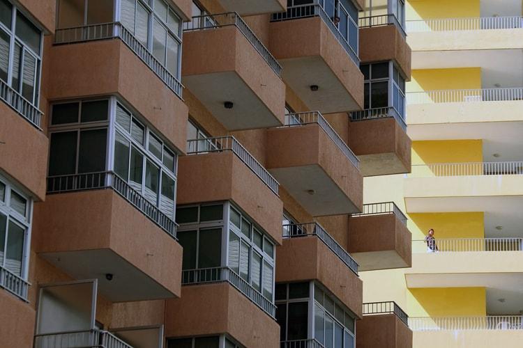 Как отделать балкон красиво