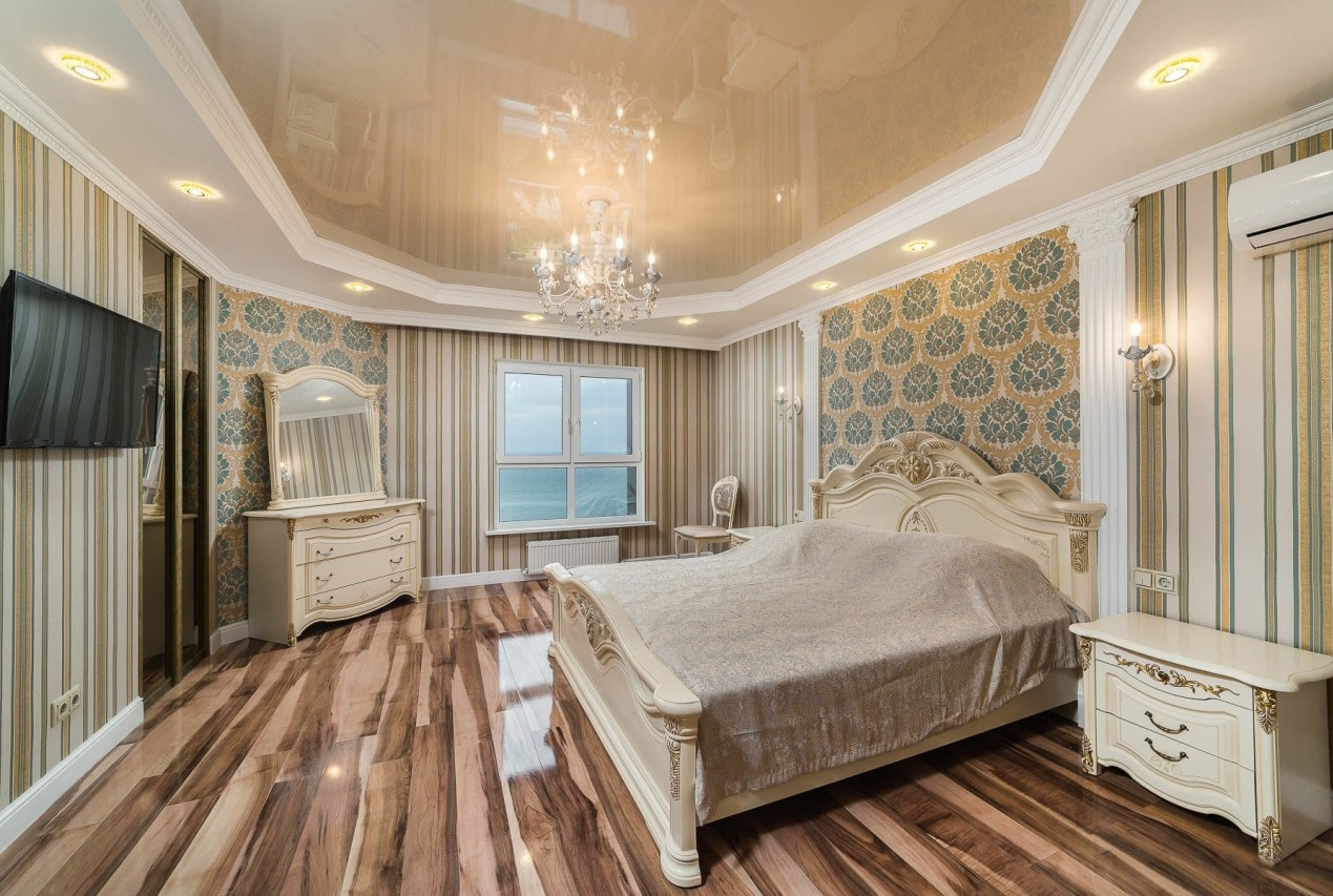 Деревянная доска в спальне