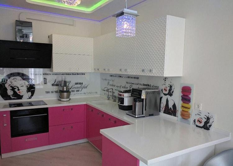 Панель из стекла для дизайна кухни