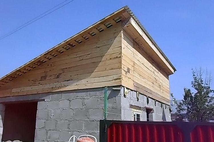 Как постороить односкатную крышу