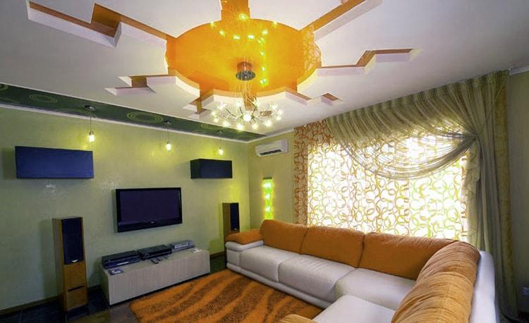 Желтый оттенок натяжного потолка