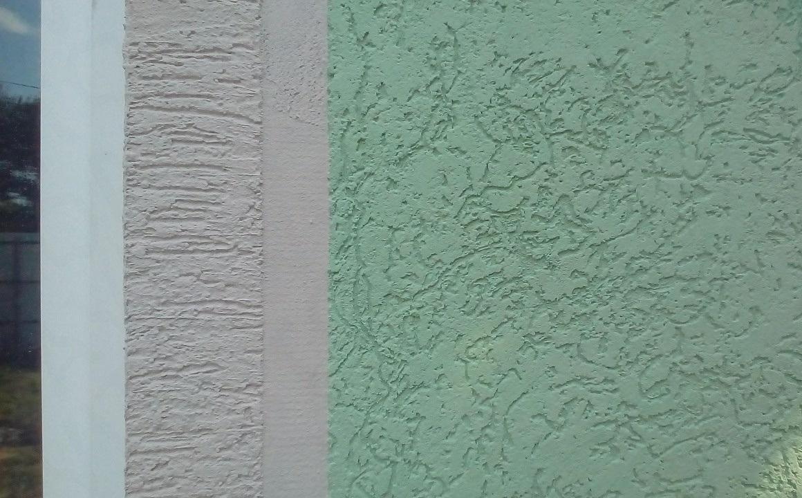Фасад отделан короедом
