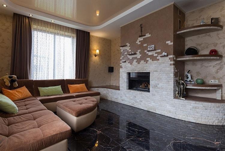 Использование декоративного камня в гостинной