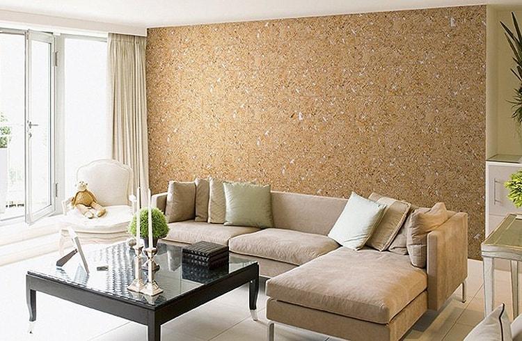 Отделка стен в гостиной пробковым материалом