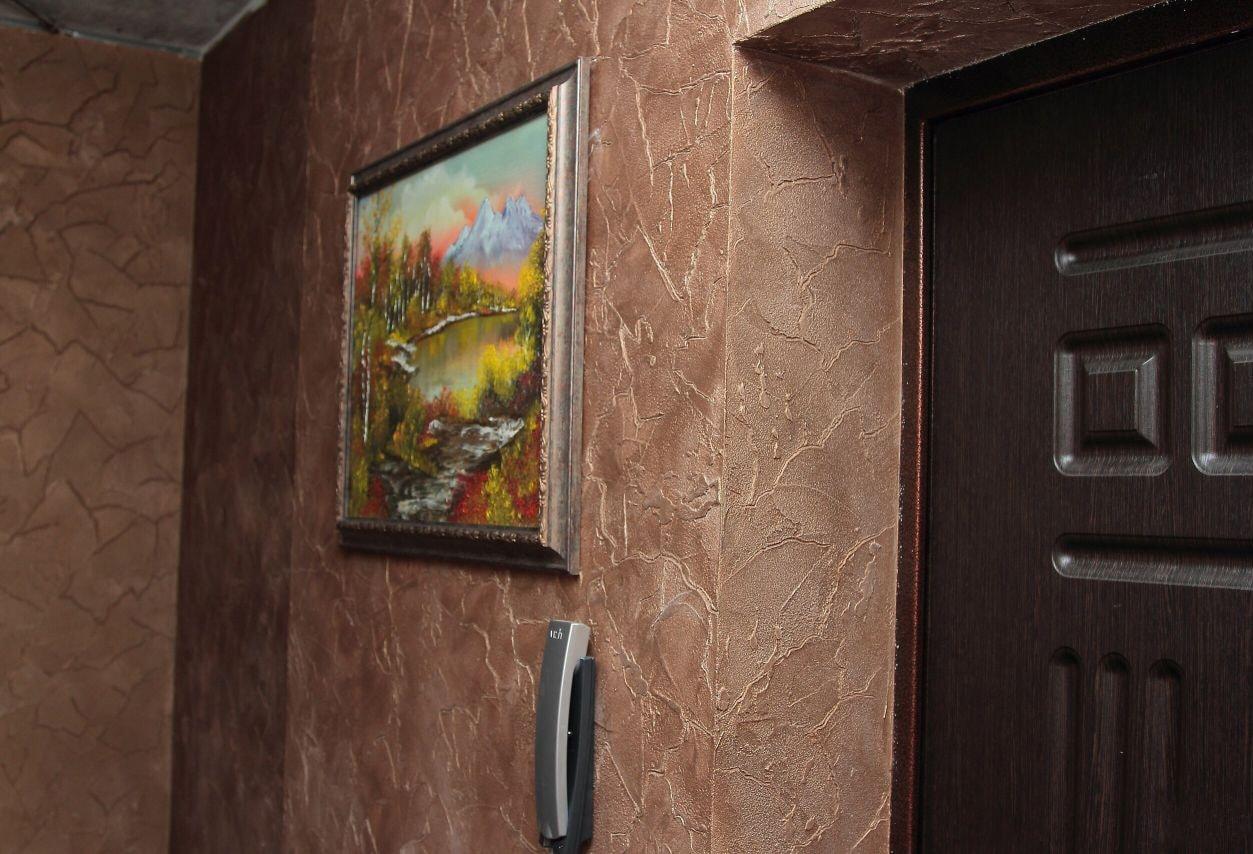 Отделка стен прихожей декоративной штукатуркой