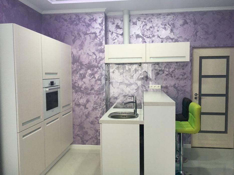 Отделка стен на кухне декоративной штукатуркой