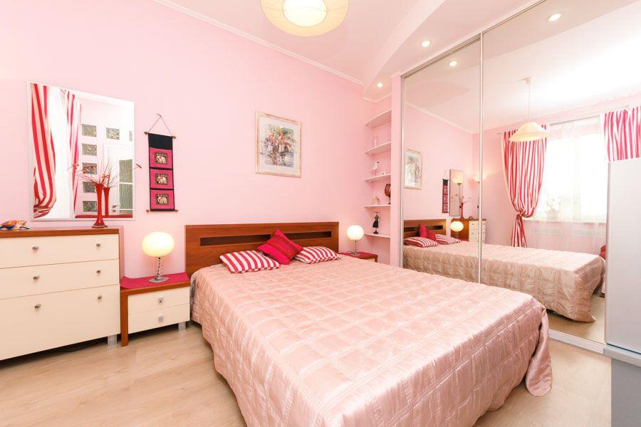 Розовый цвет в спальне