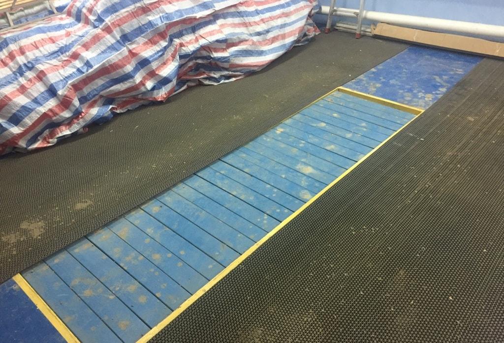 Резиновый пол в гараже