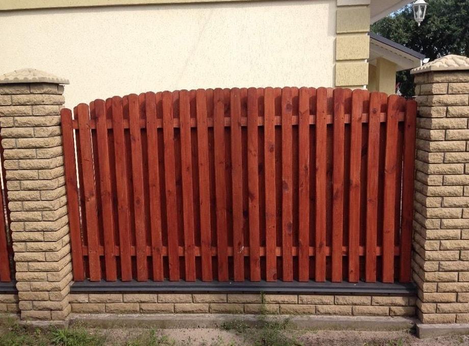 Забор из кирпича