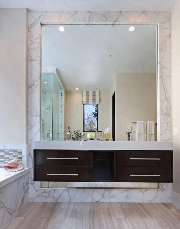 Увеличение ванной с помощью зеркала