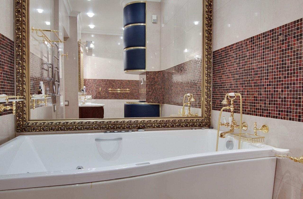 Большое зеркалов ванную комнату