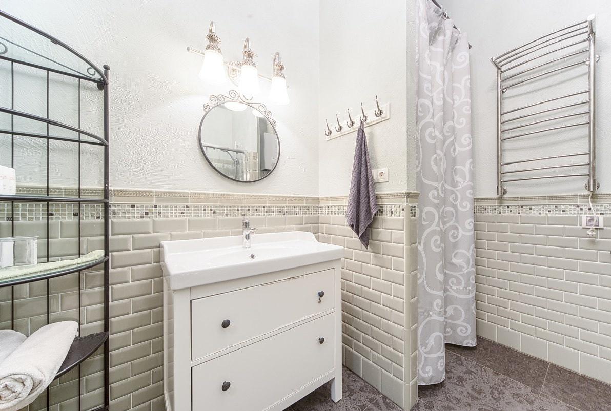 Круглое зеркало в ванную