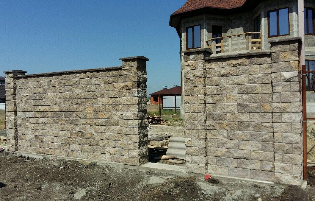 Забор бетонный из блоков