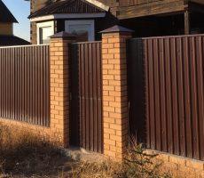 Забор для частного дома:  виды, фото, особенности выбора