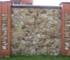 Забор из камня: фото конструкции в современном исполнении
