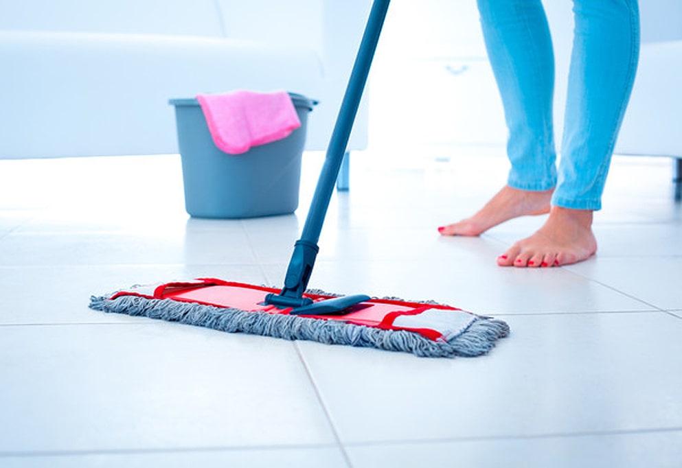 Очистка-поверхности-керамической-плитки