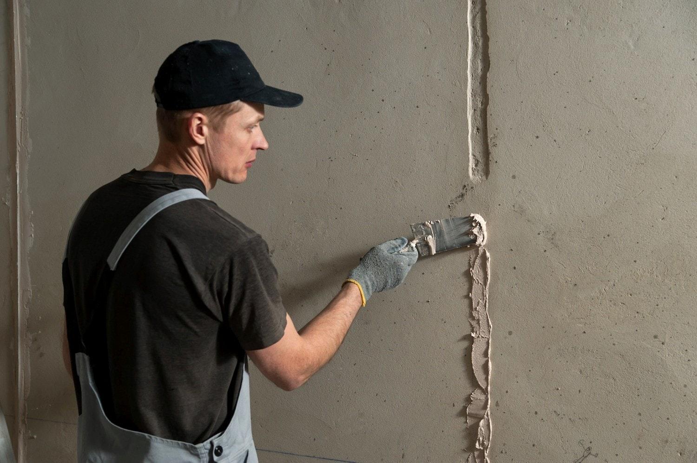 Нанесение цементной шпаклевки