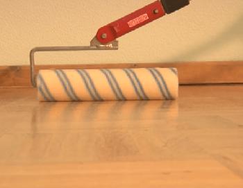 Нанесение лака на парвет на водной основе