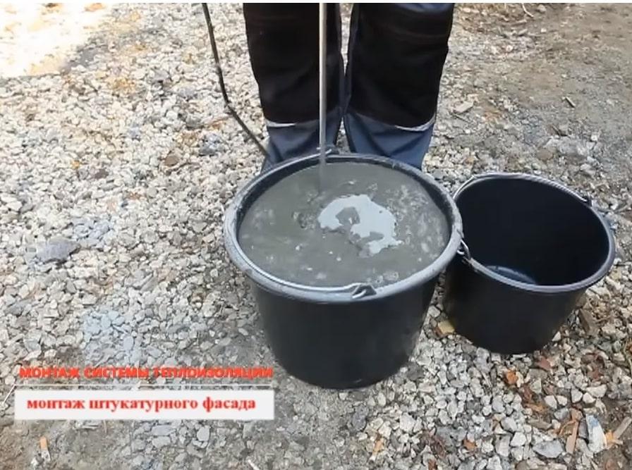 Подготовка клея для на нанесения на минеральную вату
