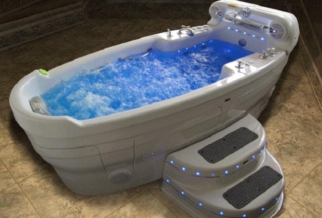 Красивая гидромассажная ванная