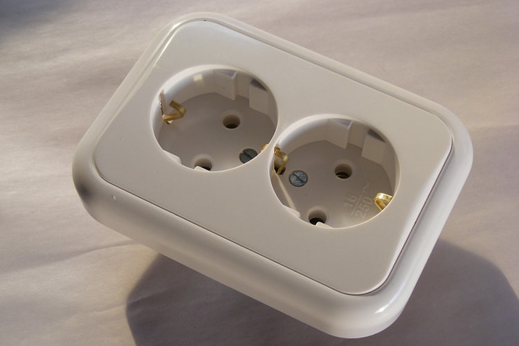 Как установить электрические розетки