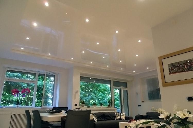 Как выбрать освещение для натяжного потолка