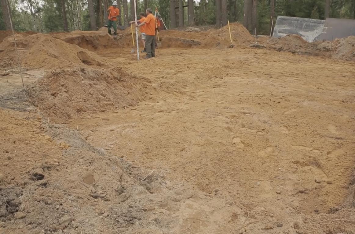 Снятие поверхностного слоя грунта под монолитный фундамент