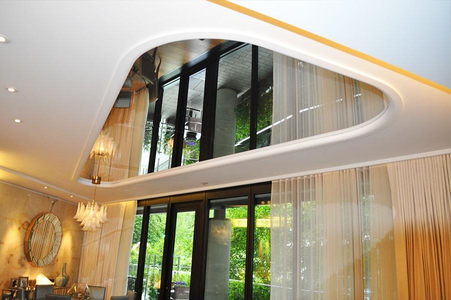 Зеркальный натяжной потолок