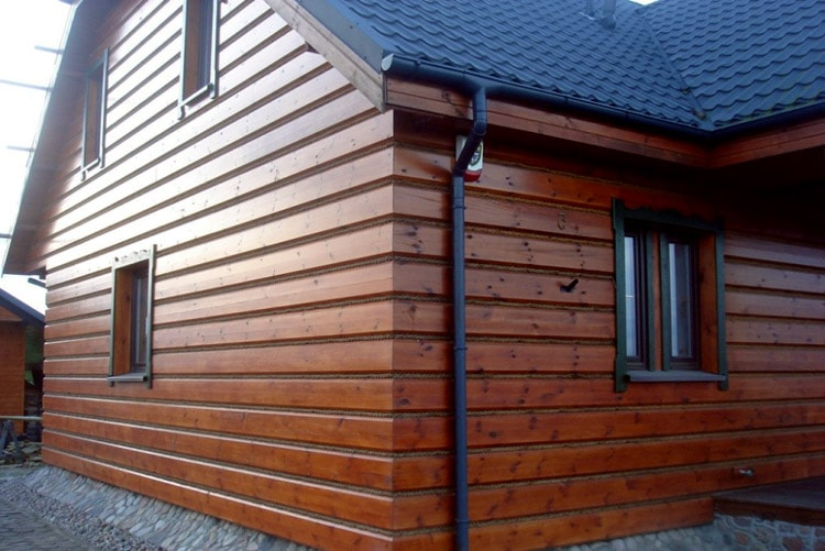 Обшивка фасада деревом - фото частного дома