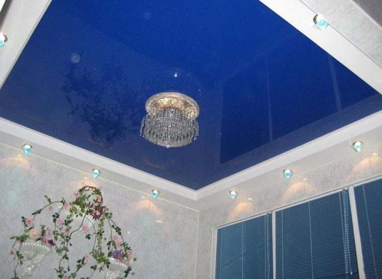 Натяжной потолок синий