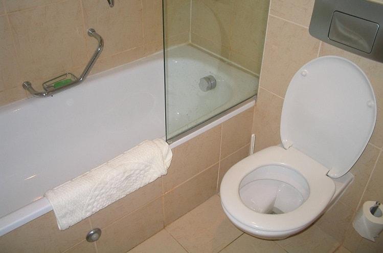 Как обучтроить ванную и туалет