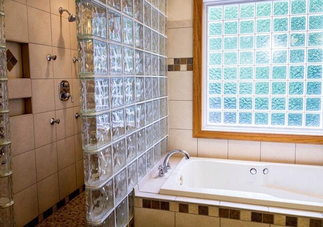 Ванна из стеклоблоков