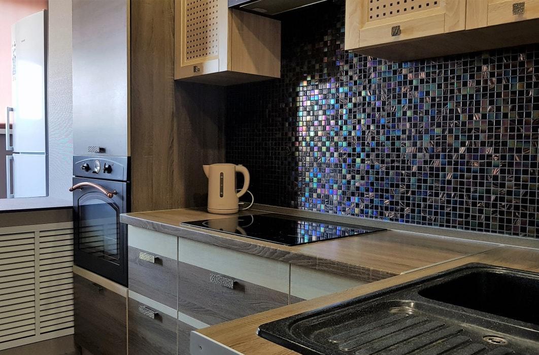 Отделка фартука на кухне мозаикой