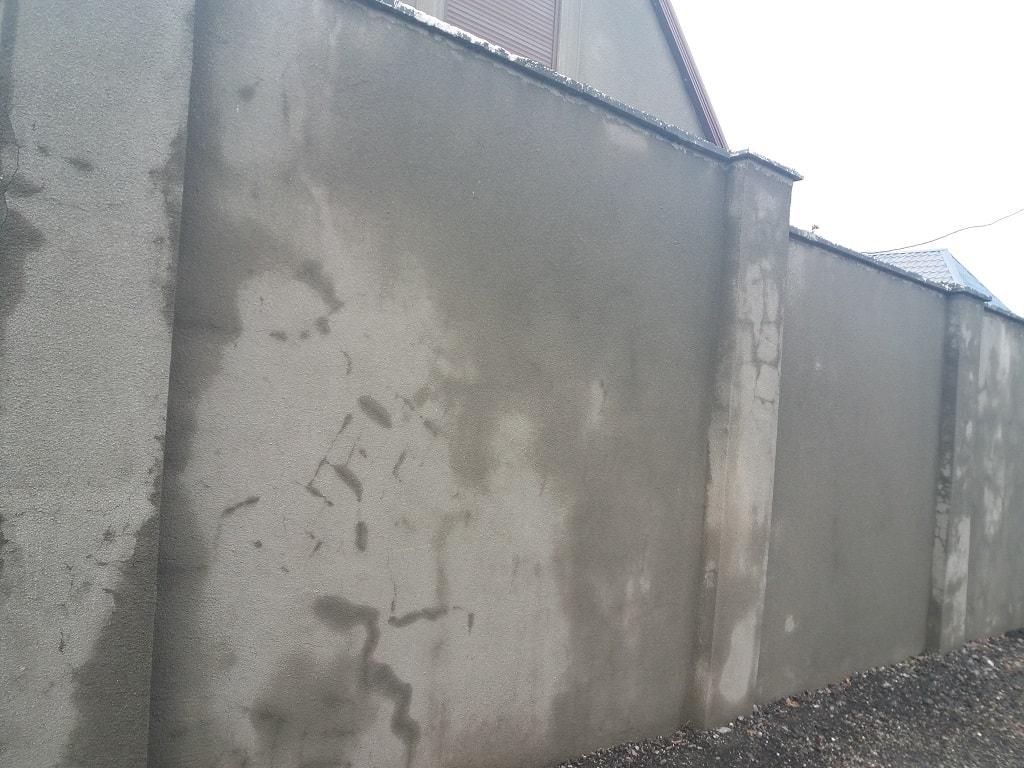 Кирпичный оштукатуренный забор