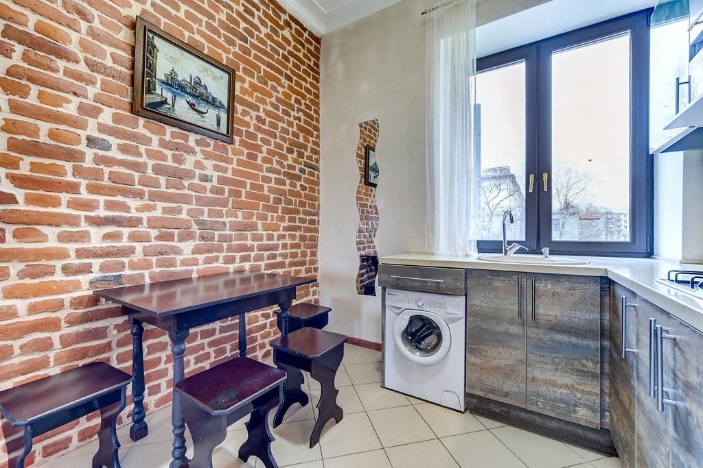 Искусственный камень на стенах кухни