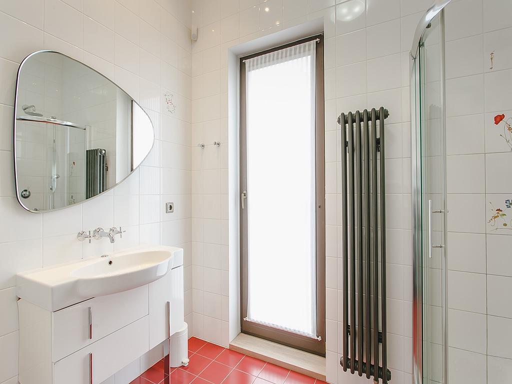 Зеркалов ванную изготовленное по индивидуальному эскизу