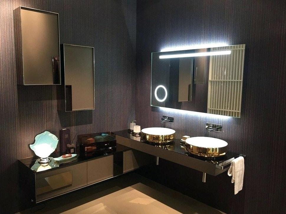 Зеркало с увеличительными элементами