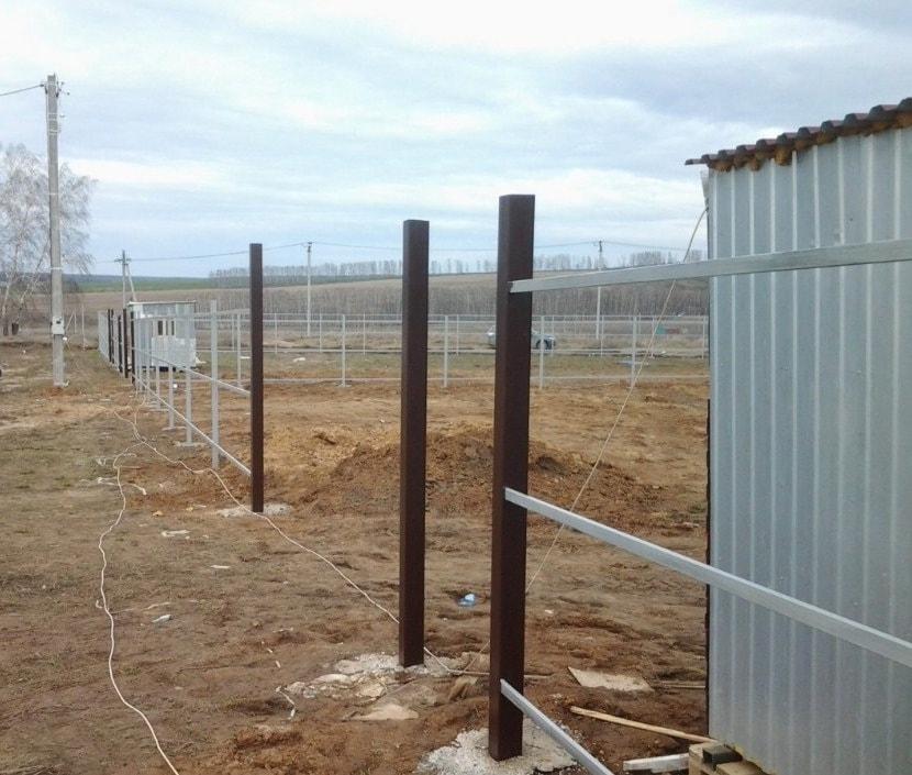Бетонирование опор распашных ворот