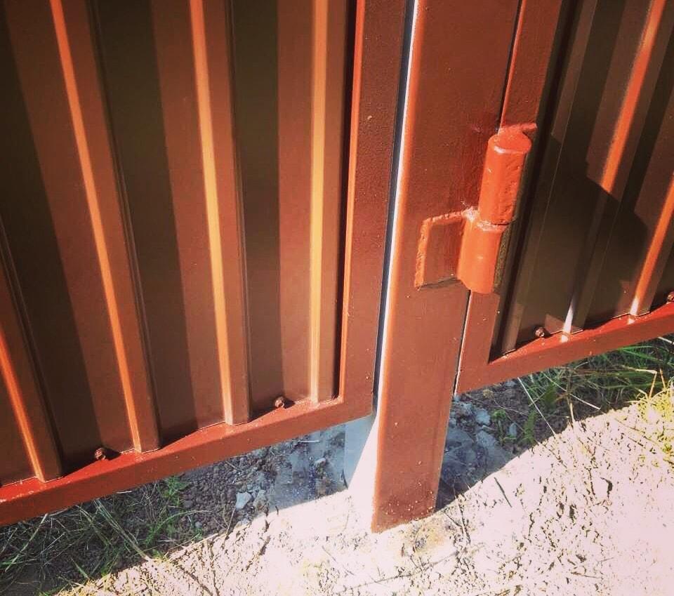 Опора для распашных ворот
