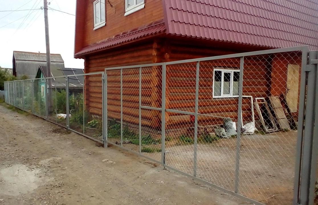 Распашные ворота из металлической сетки