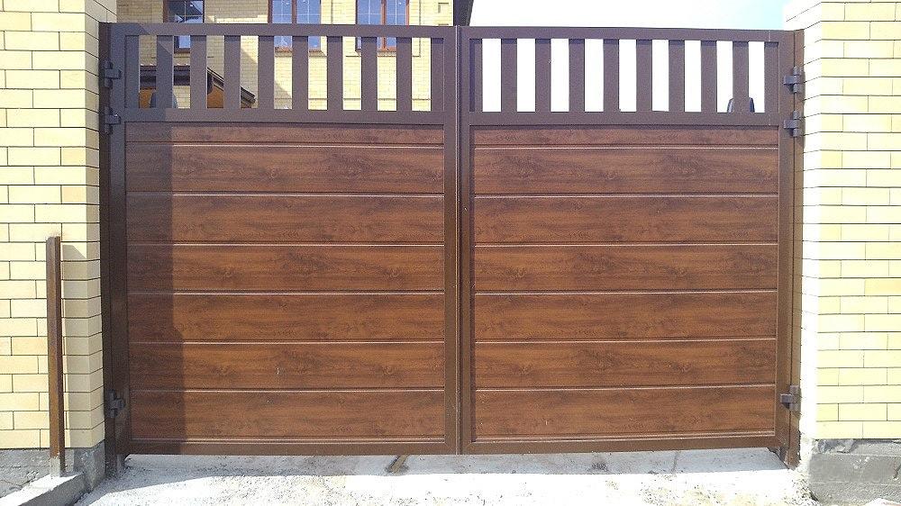 Распашные ворота из сендвич-панелей