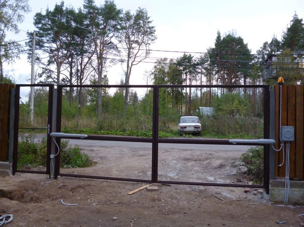 Установка створок распашных ворот
