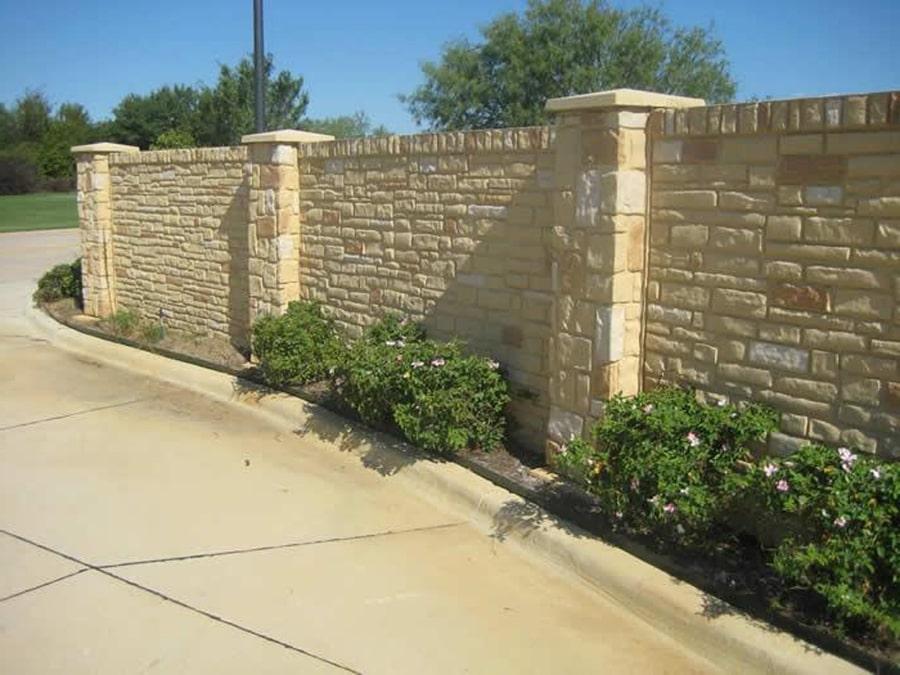 Каменный забор из известняка