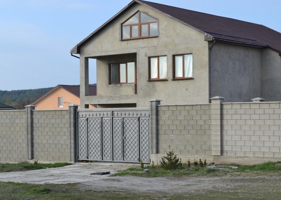 Блочный бетонный забор