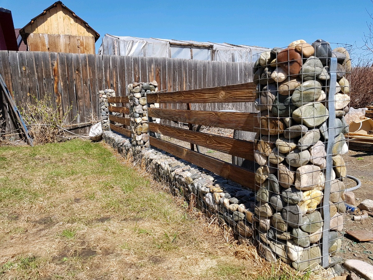 сообщает издание, забор с камня и дерева фото указанные методы имеют