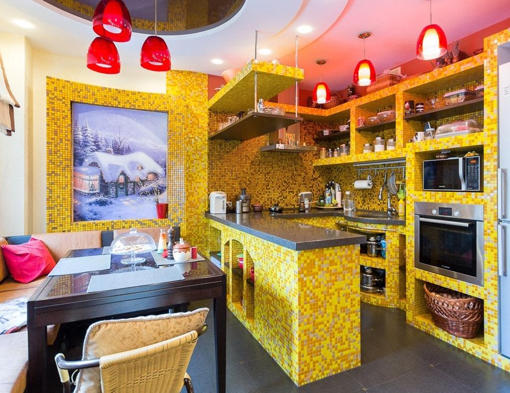 Отделка стен кухни мозаикой