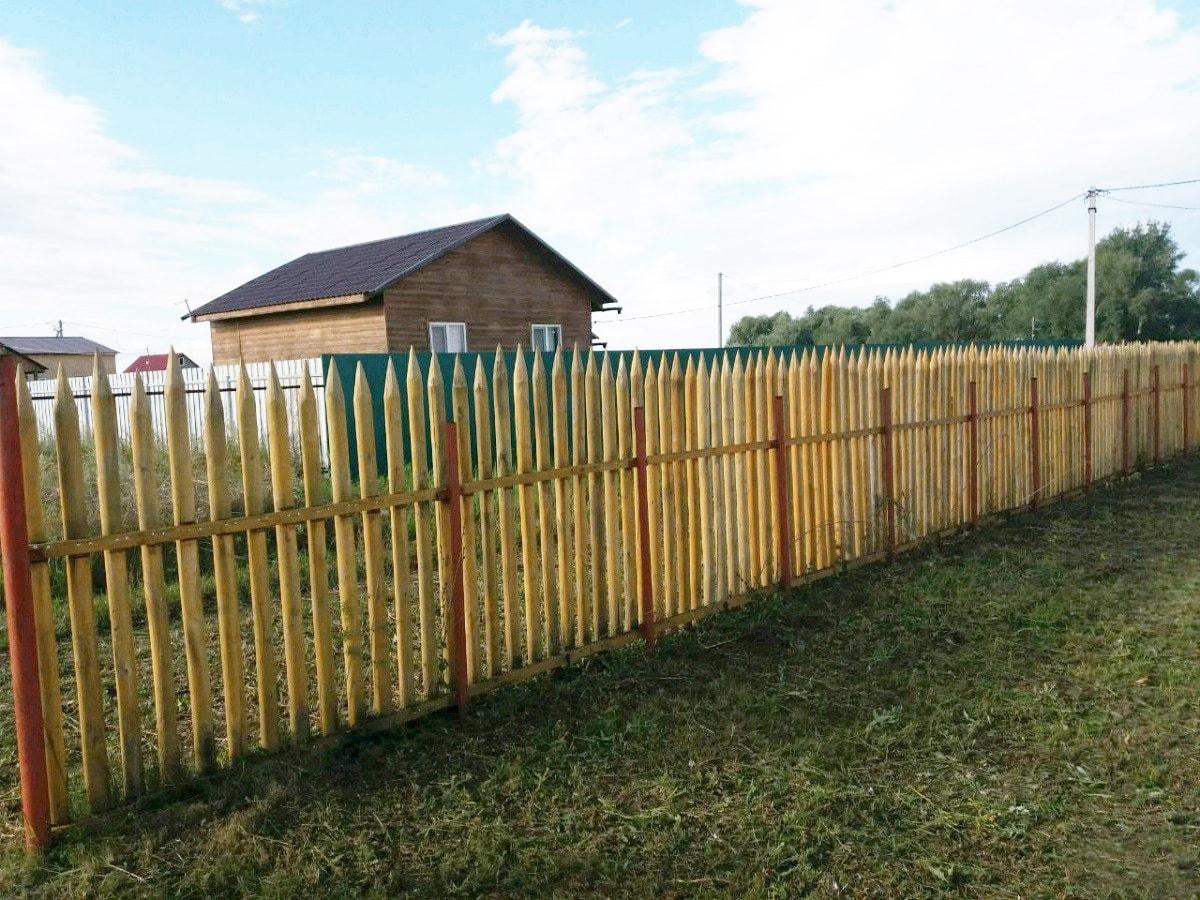 Забор из частокола для дачи