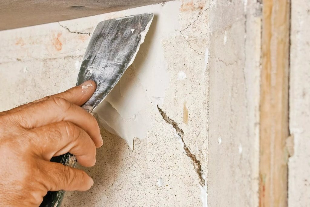 Подготовка поверхности для работы со шпаклевкой