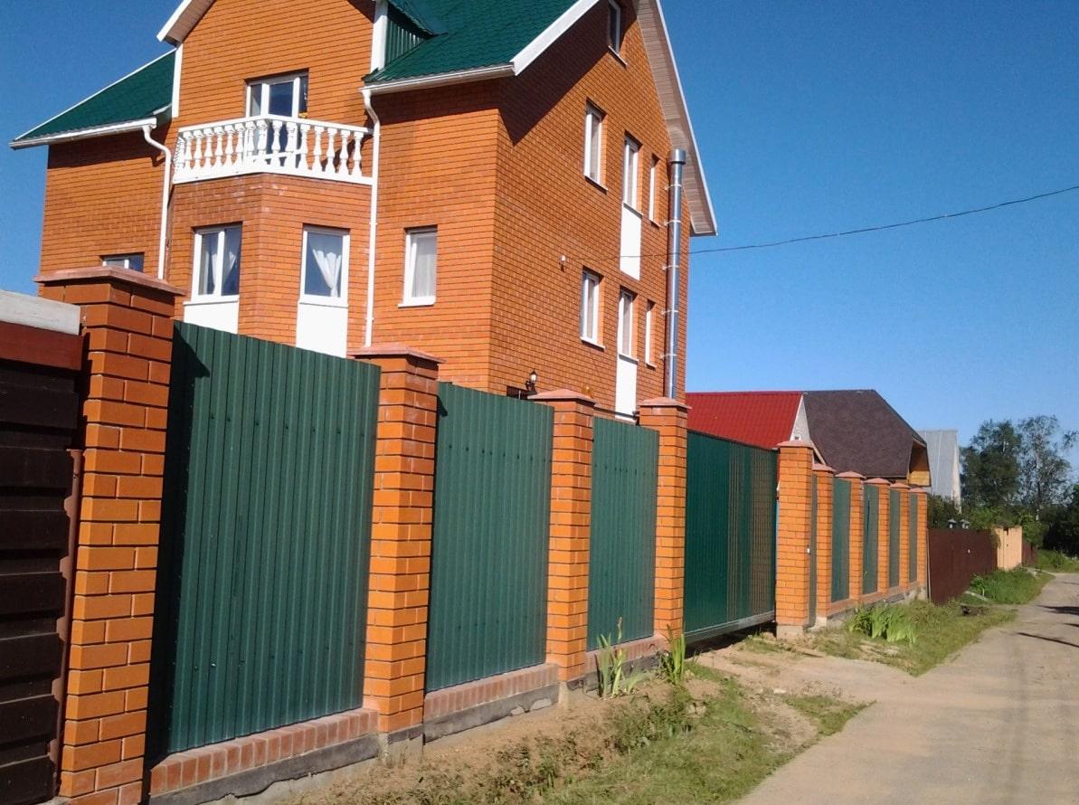 Зеленый забор из профлиста